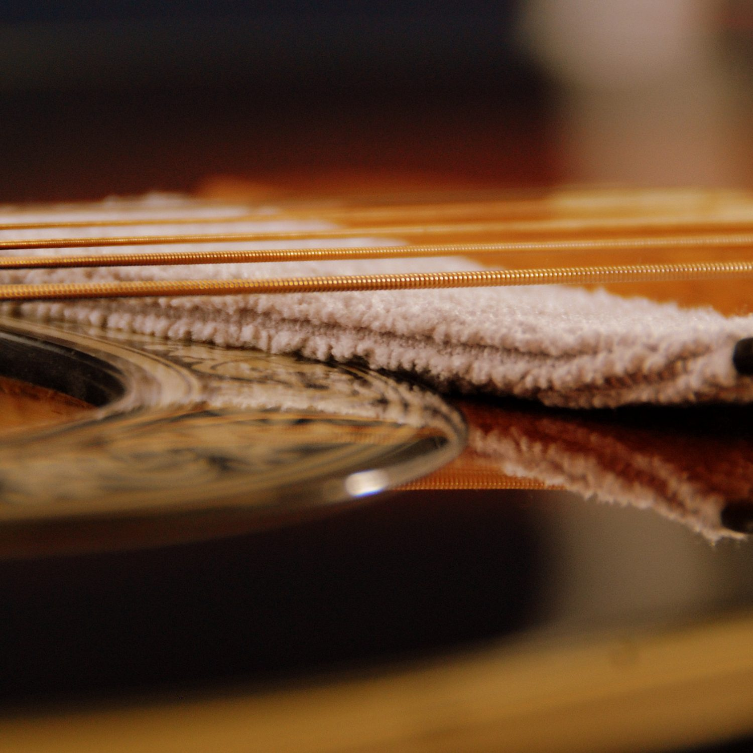 MN205-guitar surface under string close up